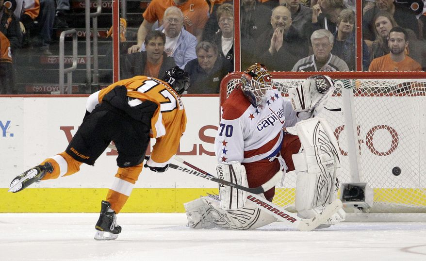 Philadelphia Flyers' Wayne Simmonds scores past Washington Capitals' Braden Holtby during a shootout in, Thursday, March 22, 2012, in Philadelphia. Philadelphia won 2-1. (AP Photo/Matt Slocum)