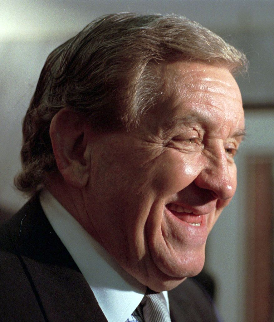 """** FILE ** George Lindsey, who portrayed the character Goober Pyle in the television series """"The Andy Griffith Show,"""" is pictured in 1998. Mr. Lindsey died Sunday at age 83. (AP Photo/Montgomery Advertiser, Lloyd Gallman)"""