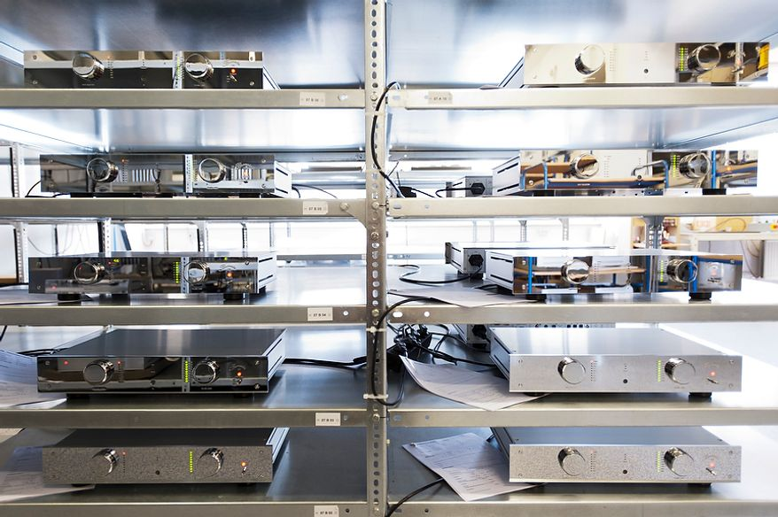 Audio amplifier in a week-long stress test. Burmester Audiosysteme was founded in 1977 and has since been producing top-range high end products in their Berlin manufacture.