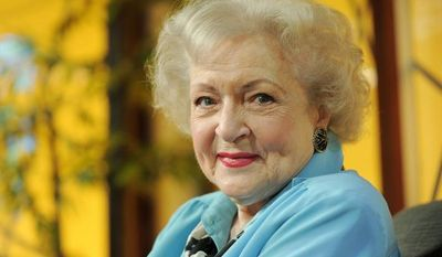 """** FILE ** Actress Betty White poses for a portrait following her appearance on the television talk show """"In the House,"""" in Burbank, Calif., in this Nov. 24, 2009, file photo. (AP Photo/Chris Pizzello, File)"""