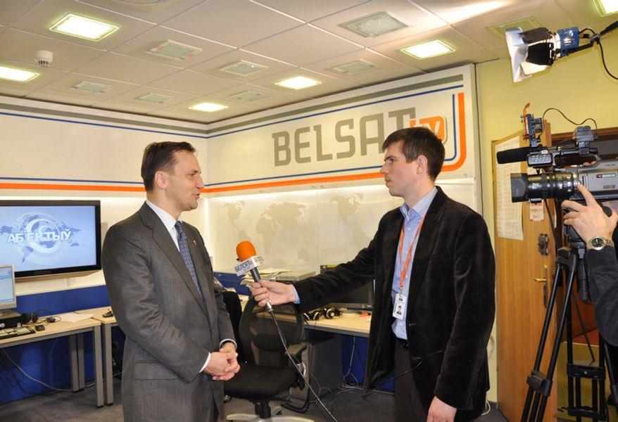 Jan Babitski, a journalist of Belsat TV, interviews the Polish foreign minister Radoslaw Sikorski, in Belsat TV's office in Warsaw on Dec. 9, 2009. Belsat TV broascasts programs to Belarus via satellite from Poland. (Krysztof Powidel / Belsat TV)