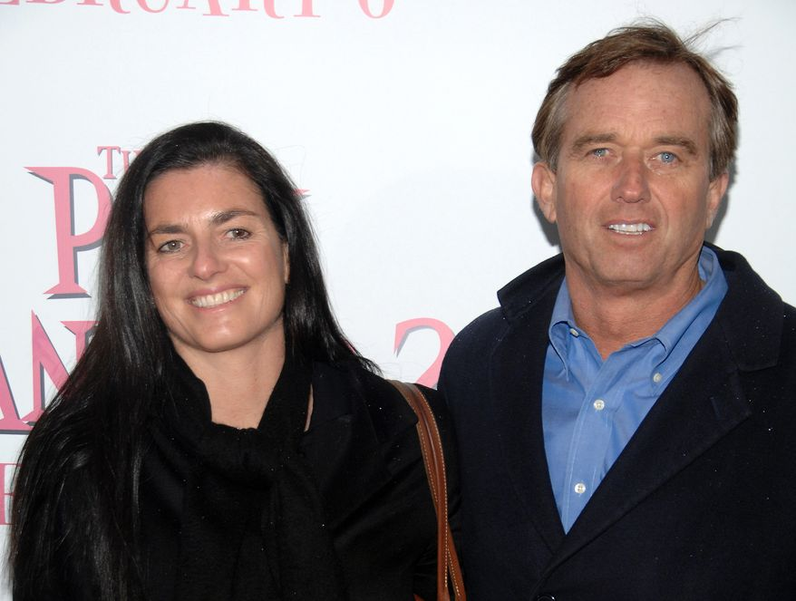 """Robert F. Kennedy Jr. and his wife, Mary Richardson Kennedy, arrive at the premiere of """"The Pink Panther 2"""" at the Ziegfeld Theatre in New York in February 2009. (AP Photo/Peter Kramer)"""