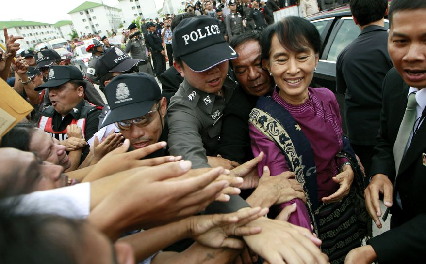 Myanmar opposition leader Aung San Suu Kyi (second from right) arrives at a National Verification center for Myanmar migrant workers in Thailand's Samut Sakhon province on Thursday, May 31, 2012. (AP Photo/Wason Wanichakorn)