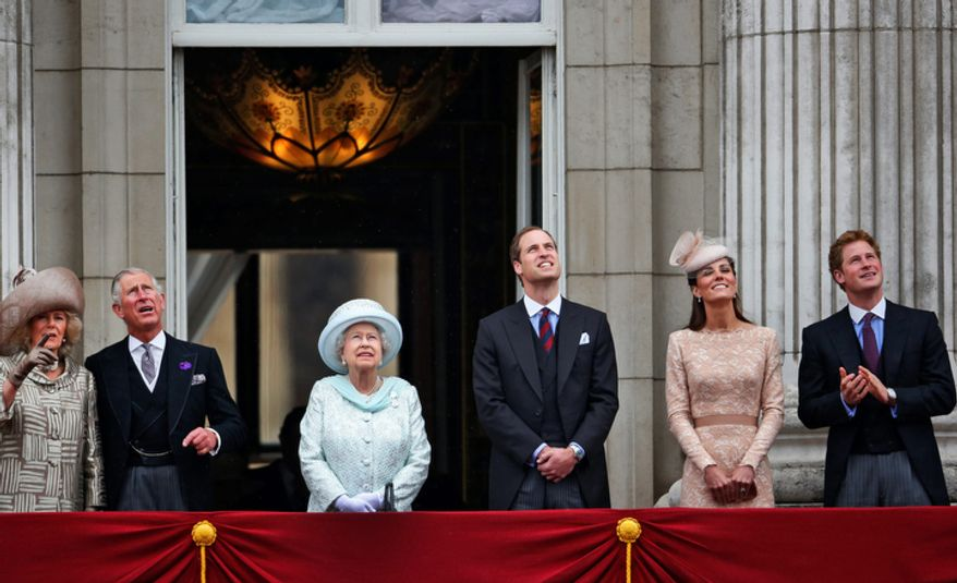 Britain's Queen Elizabeth II, center, accompanied by Prince Charles, 2nd left Camilla Duchess if Cornwall, left, Prince William, 3rd right,  Kate Duchess of Cambridge. 2nd right, and Prince Harry, appear on the balcony of Buckingham Palace. (AP Photo/Lefteris Pitarakis)