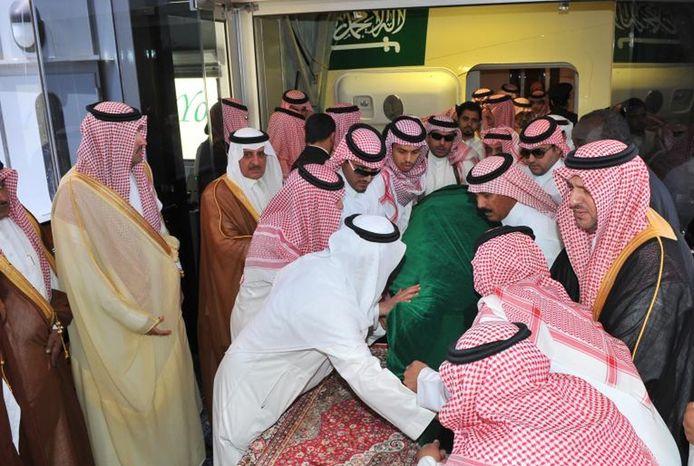 Relatives from the Saudi royal family lift the coffin of Crown Prince Sultan bin Abdul-Aziz Al Saud in Jiddah, Saudi Arabia, on Sunday, June 17, 2012. (AP Photo/Saudi Press Agency)