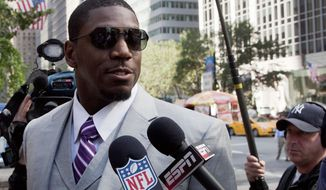 """FILE - This June 18, 2012 file photo shows New Orleans Saints linebacker Jonathan Vilma arriving at the National Football League's headquarters in New York. The NFL calls a report it has offered a settlement and reduced suspension to Vilma """"completely inaccurate."""" Vilma has been suspended for the 2012 season for his role in the Saints bounty program, which he adamantly has claimed did not exist. Citing anonymous sources, ESPN.com reported the league offered Vilma an eight-game suspension if he would drop his defamation lawsuit against NFL Commissioner Roger Goodell. (AP Photo/Mark Lennihan, File)"""