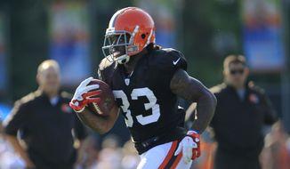 Cleveland Browns running back Trent Richardson runs the ball during NFL football training camp Sunday, July 29, 2012, in Berea, Ohio. (AP Photo/Tony Dejak)