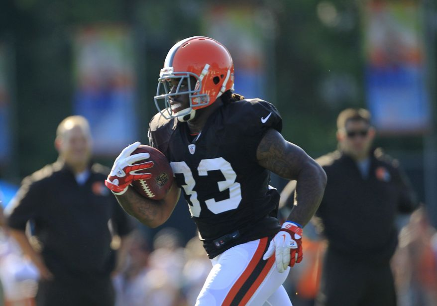 Cleveland Browns running back Trent Richardson runs the ball during NFL football training camp Sunday, July 29, 2012, in Berea, Ohio. (AP Photo/Tony Dejak)