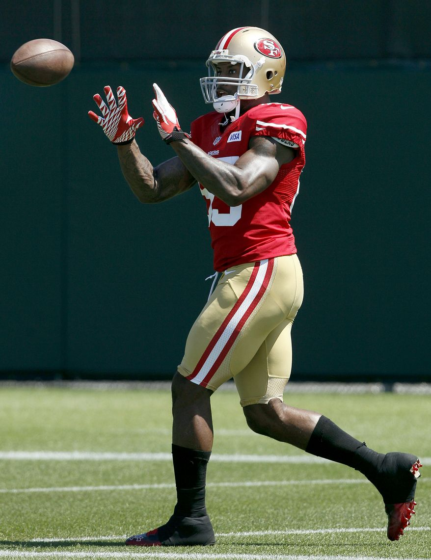 San Francisco 49ers tight end Vernon Davis practices at an NFL football training camp in Santa Clara, Calif., Thursday, Aug. 2, 2012. (AP Photo/Jeff Chiu)