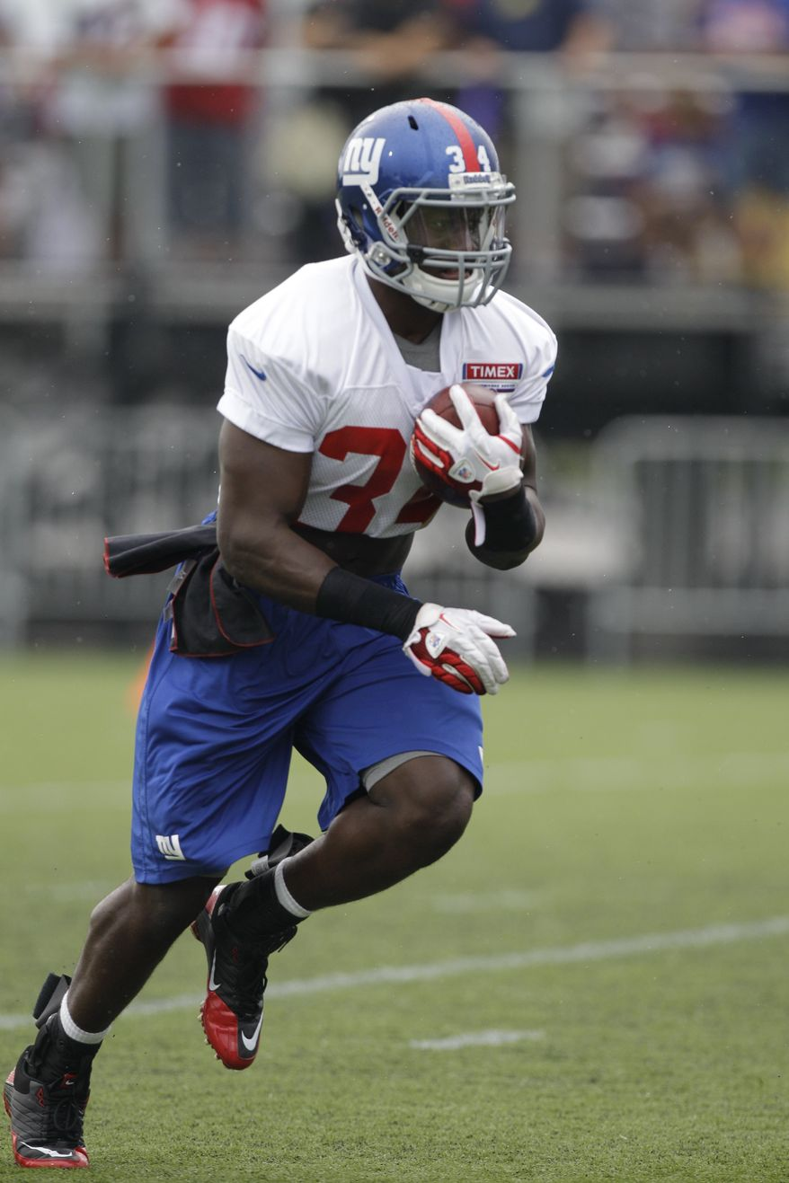 New York Giants running back David Wilson, the Giants 2012 No. 1 draft pick, carries the ball at the New York Giants NFL football training camp in Albany, N.Y., Sunday, July 29, 2012. (AP Photo/Kathy Willens)