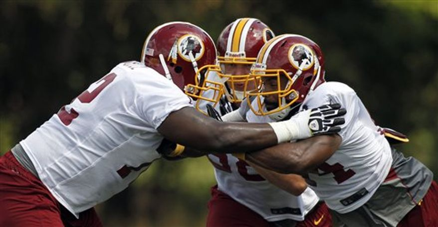 Niles Paul works with the offensive line./Associated Press