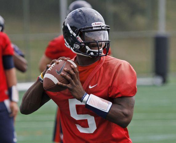 University of Virginia quarterback David Watford prepares to toss a pass during practice in Charlottesville, Va., Monday, Aug. 6, 2012.  ( AP Photo/Steve Helber)