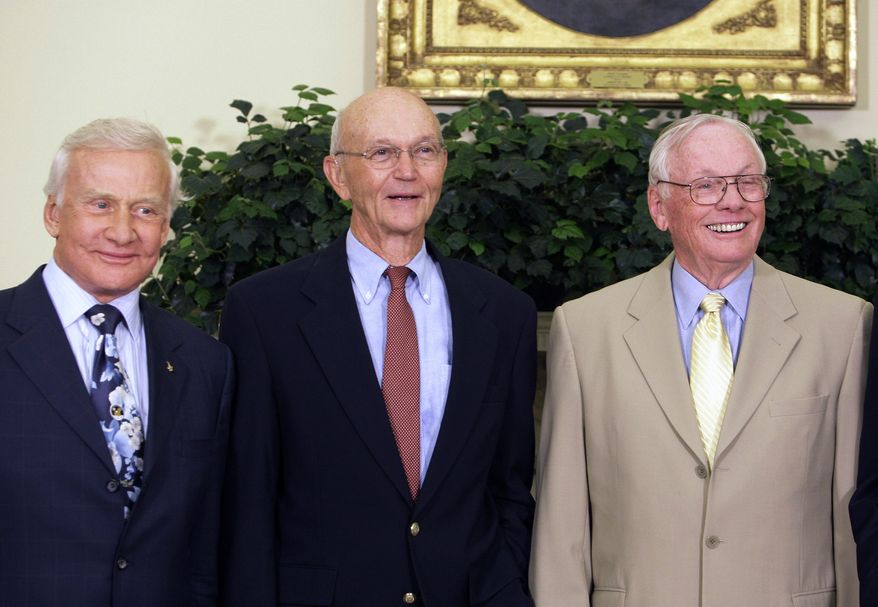 Former astronauts (from left) Buzz Aldrin, Michael Collins and Neil Armstrong are pictured in the Oval Office at the White House in Washington on July 20, 2009, the 40th anniversary of the Apollo 11 moon landing. (AP Photo/Alex Brandon)