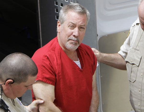 ** FILE ** Former Bolingbrook, Ill., police Sgt. Drew Peterson arrives at the Will County Courthouse in Joliet, Ill., on May 8, 2009, for his arraignment on charges of first-degree murder in the 2004 death of his third wife, Kathleen Savio, who was found in an empty bathtub at home. (AP Photo/M. Spencer Green)