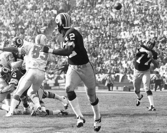 Washington Redskins quarterback Billy Kilmer (17) throws to wide receiver Charley Taylor (42) during a 14 to 7 loss to the Miami Dolphins in Super Bowl VII played at the Coliseum on Jan. 14, 1973 in Los Angeles. (Pro Football Hall of Fame via AP Images)