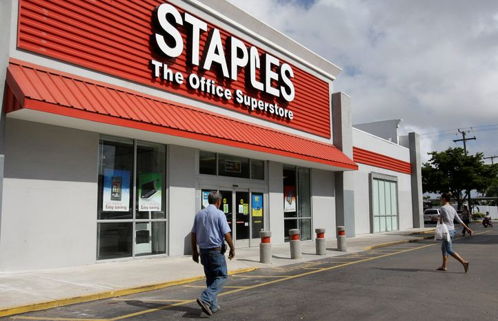 associated press Traffic is slow at a Staples office supply store in Miami. Staples is speeding up the closure of more than a dozen U.S. stores and plans to close 45 stores in Europe.