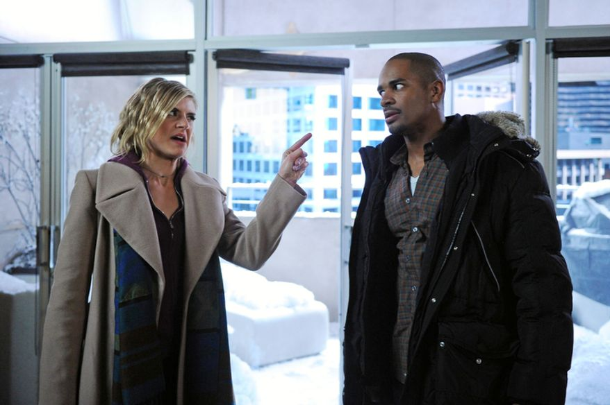 """In this image released by ABC, Damon Wayans Jr. (right) and Eliza Coupe are shown in a scene from the ABC comedy """"Happy Endings."""" (ABC via Associated Press)"""