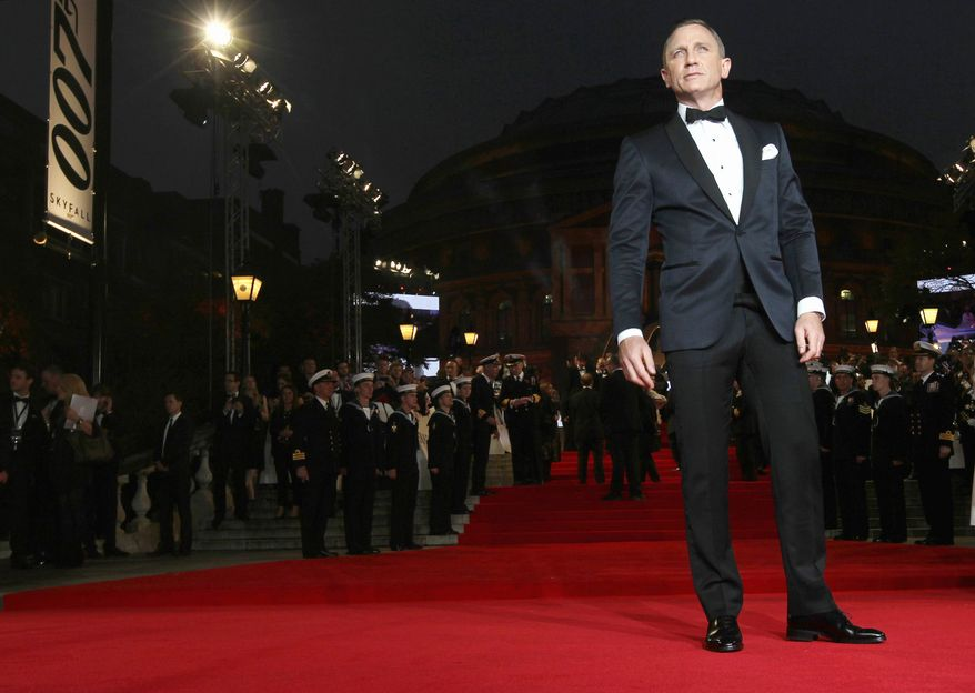 """Actor Daniel Craig poses at the world premiere of """"Skyfall"""" on Tuesday, Oct. 23, 2012 in London.  (Photo by Stewart Wilson/Invision/AP)"""