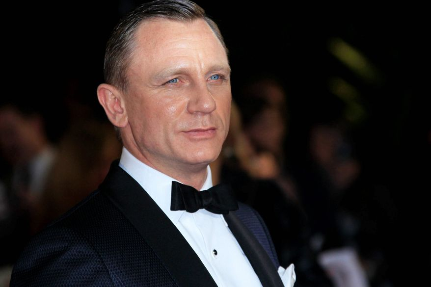 """Daniel Craig arrives at the world premiere of """"Skyfall"""" at the Royal Albert Hall on Oct. 23, 2012 in London. (Associated Press) ** FILE **"""