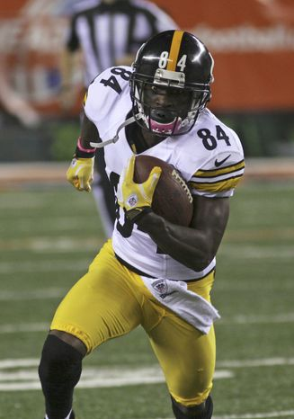 Pittsburgh Steelers wide receiver Antonio Brown runs the ball against the Cincinnati Bengals in an NFL football game, Sunday, Oct. 21, 2012, in Cincinnati. (AP Photo/Tom Uhlman)