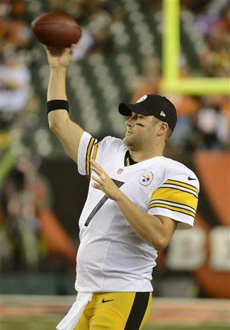 ** FILE ** Pittsburgh Steelers quarterback Ben Roethlisberger warms up prior to an NFL football game against the Cincinnati Bengals, Sunday, Oct. 21, 2012, in Cincinnati. (AP Photo/Michael Keating)