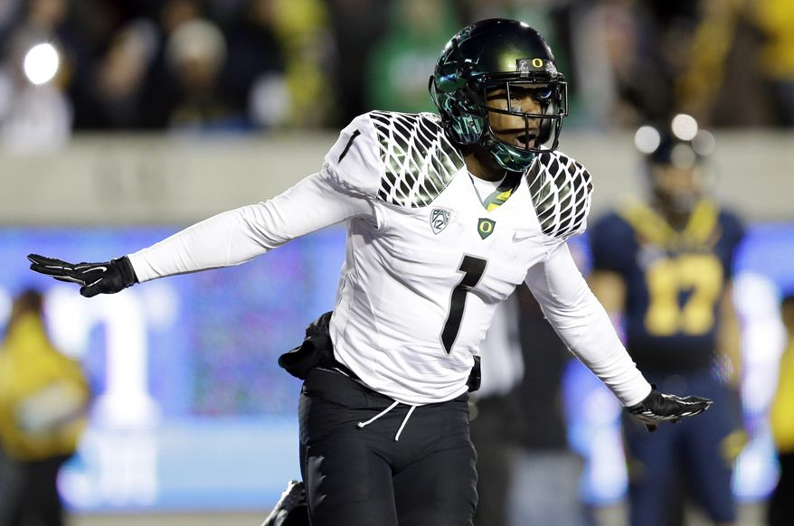 Oregon wide receiver Josh Huff celebrates after his 35-yard touchdown catch against California during the second half of Oregon's 59-17 win in Berkeley, Calif., on Nov. 10, 2012. (Associated Press)