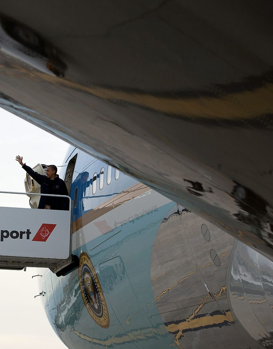 President Barack Obama waves as he boards Air Force One at John F. Kennedy International Airport, Thursday, Nov. 15, 2012, in New York, en route to Washington after visiting areas devastated by Superstorm Sandy. (AP Photo/Carolyn Kaster)