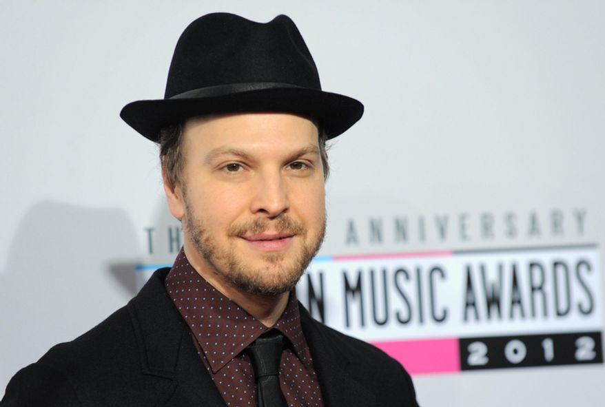 Gavin DeGraw arrives at the 40th Anniversary American Music Awards on Sunday, Nov. 18, 2012, in Los Angeles. (Photo by Jordan Strauss/Invision/AP)