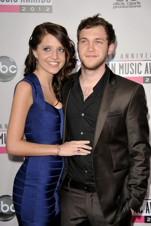 Phillip Phillips, right, and Hannah Blackwell arrive at the 40th Anniversary American Music Awards on Sunday, Nov. 18, 2012, in Los Angeles. (Photo by John Shearer/Invision/AP)
