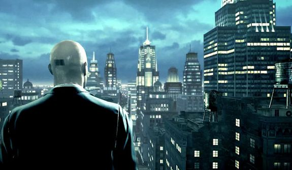 Agent 47 looks over the Windy City in the video game Hitman: Absolution.
