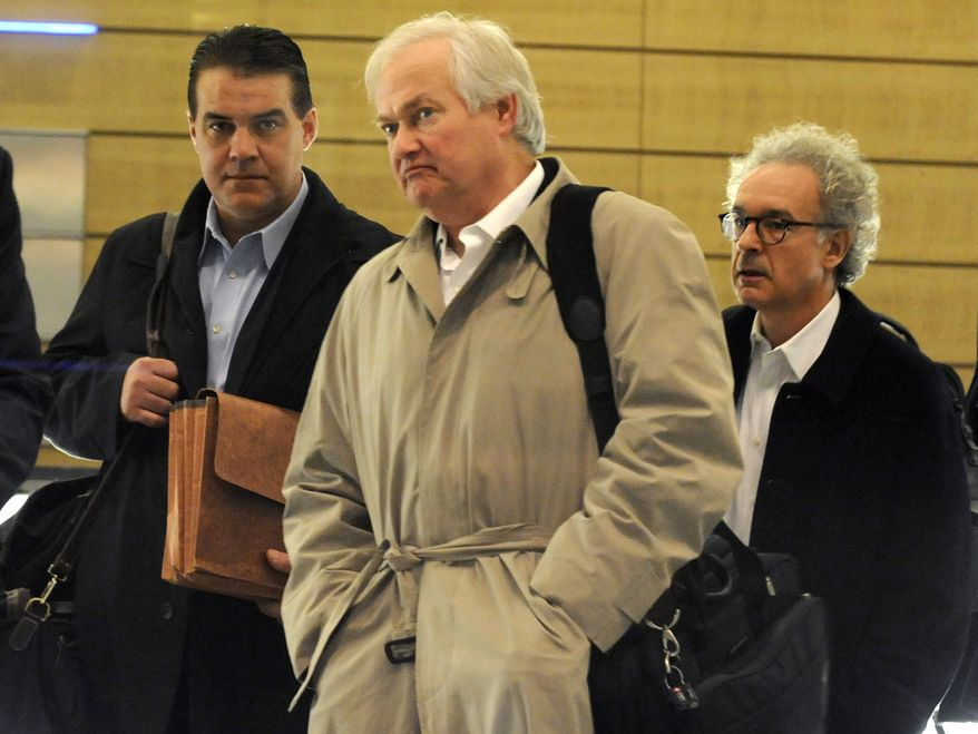 Donald Fehr, executive director of the NHL Players' Association, leaves after meeting with the NHL, Friday, Nov. 9, 2012, in New York. The league and the players' association met Friday for the fourth straight day and fifth time in seven days, trying to reach an agreement to end the lockout.  (AP Photo/Louis Lanzano)