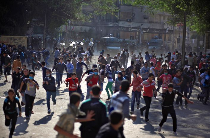 Egyptian protesters clash with security forces near Tahrir Square in Cairo on Wednesday, Nov. 28, 2012. (AP Photo/Khalil Hamra)