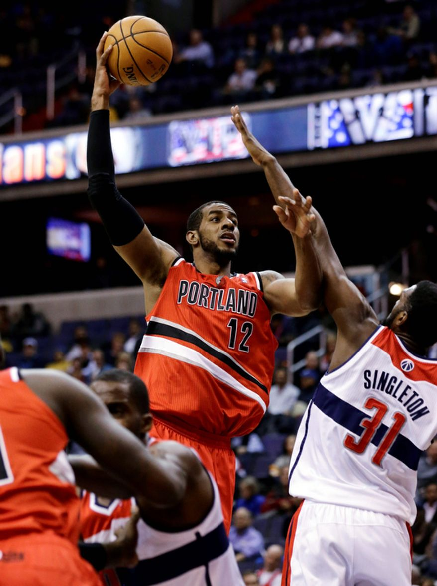 Portland Trail Blazers forward LaMarcus Aldridge shoots over Washington Wizards forward Chris Singleton in the first half of an NBA basketball game Wednesday, Nov. 28, 2012, in Washington. (AP Photo/Alex Brandon)