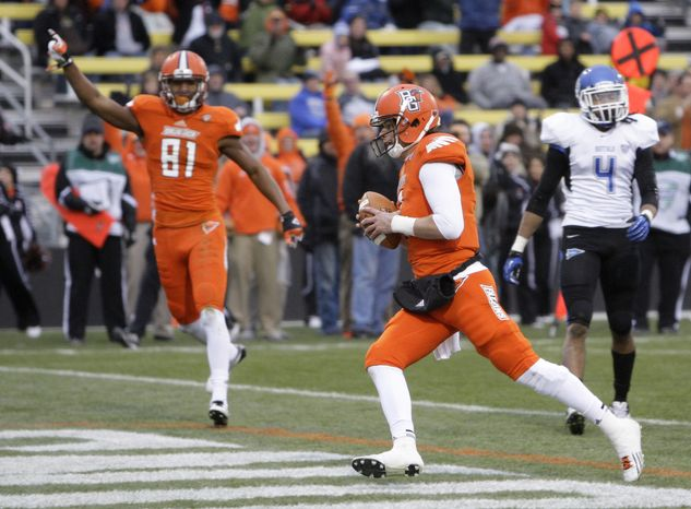 Bowling Green quarterback Matt Schilz, right, scores a touchdown against Buffalo as teammate Chris Gallon celebrates during the third quarter of an NCAA college football game, Friday, Nov. 23, 2012, in Columbus, Ohio. Bowling Green beat Buffalo 21-7. (AP Photo/Jay LaPrete)