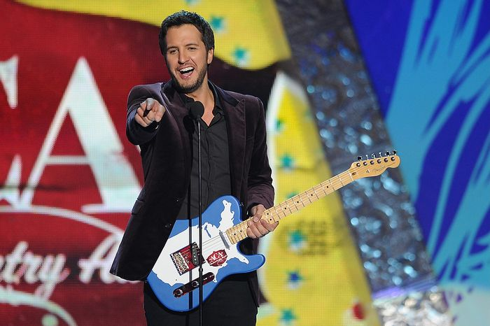 Luke Bryan accepts the award for Artist of the Year during the American Country Awards on Monday, Dec. 10, 2012, in Las Vegas. (Al Powers/Powers Imagery/Invision/AP)