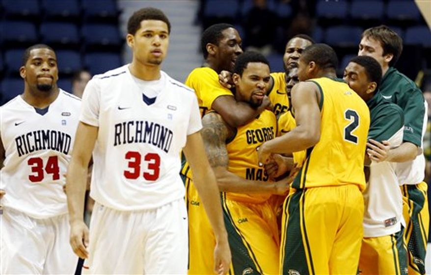 "George Mason""s Sherrod Wright (C) is mobbed by teammates after hitting a three-pointer at the buzzer to lead George Mason to a 67-64 victory in an NCAA college basketball game in the 2012 Governor's Holiday Hoops Classic at The Richmond Coliseum in Richmond, VA.,Saturday, Dec.,22,2012. At left dejected Richmond players are Derrick Williams (34) and Alonzo Nelson-Ododa (33). (AP Photo/The Richmond Times-Dispatch, Joe Mahoney)"