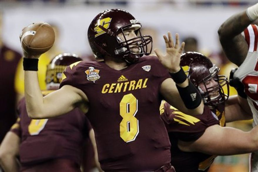 Central Michigan quarterback Ryan Radcliff (8) prepares to pass during the first quarter of the Little Caesars Pizza Bowl NCAA college football game against Western Kentucky at Ford Field in Detroit, Wednesday, Dec. 26, 2012. (AP Photo/Carlos Osorio)