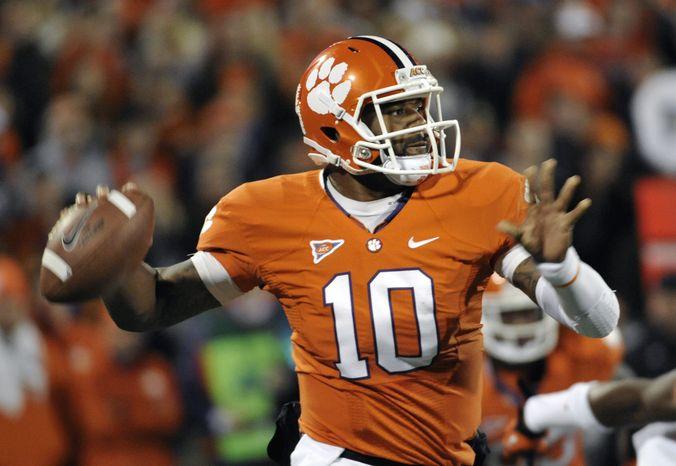 Clemson quarterback Tajh Boyd looks to throw against South Carolina during the first half of an NCAA college football game on Saturday, Nov. 24, 2012, in Clemson, S.C. (AP Photo/Rainier Ehrhardt)