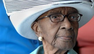 In this April 16, 2008, photo, Mamie J. Rearden, poses in Edgefield, S.C. Readen, a 114-year-old South Carolina woman who was the oldest living U.S. citizen, has died, two of her daughters said Saturday, Jan. 5, 2013. (AP Photo/The Augusta Chronicle, Michael Holahan)