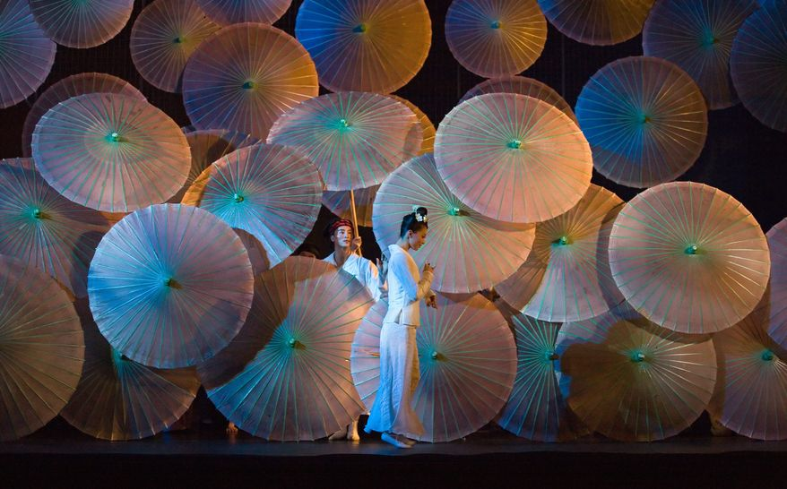 "The Hong Kong Dance Company's production of ""Qingming Riverside"" (Conrad Dy-Liacco)"
