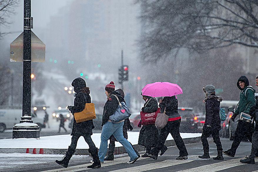 Light snow falls during morning rush hour at Union Station, Washington, D.C., Thursday, January 24, 2013. (Andrew Harnik/The Washington Times)