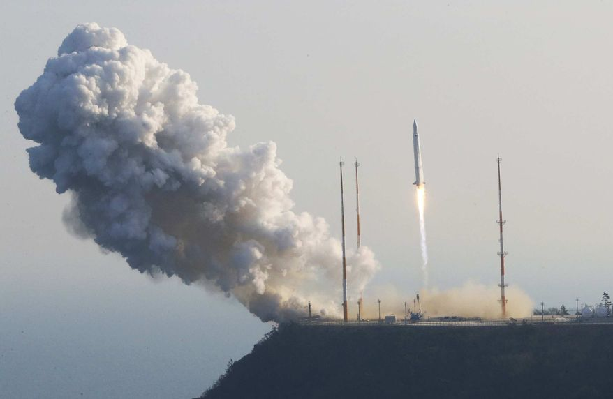 South Korea's rocket lifts off from its launch pad at the Naro Space Center in Goheung, South Korea, Wednesday, Jan. 30, 2013. (AP Photo/Yonhap, Lee Sang-hak)