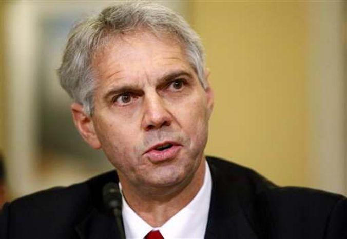 ** File ** Secret Service Director Mark Sullivan testifies on Capitol Hill in Washington on Dec. 3, 2009. (Associated Press)