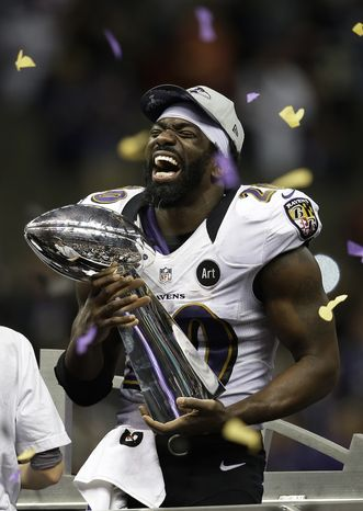 Baltimore Ravens free safety Ed Reed (20) holds the Vince Lombardi Trophy after defeating the San Francisco 49ers in the NFL Super Bowl XLVII football game, Sunday, Feb. 3, 2013, in New Orleans. The Ravens won 34-31. (AP Photo/Elaine Thompson)