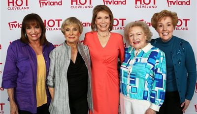 "From left, actresses Valerie Harper, Cloris Leachman, Mary Tyler Moore, Betty White and Georgia Engel, former co-stars of the '70s TV classic ""The Mary Tyler Moore Show,"" posing after a press conference in Los Angeles discussing their reunion for an upcoming episode of sitcom ""Hot in Cleveland."" (AP Photo/Courtesy TV Land, Danny Feld)"