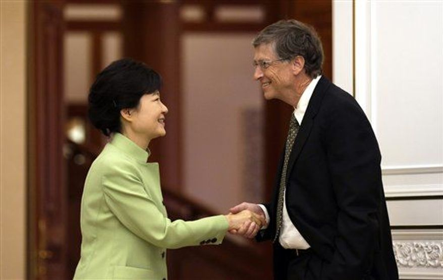 South Korean President Park Geun-hye, left, shakes hands with Microsoft founder Bill Gates before their meeting at the presidential Blue House in Seoul, South Korea, Monday, April 22, 2013. (AP Photo/Lee Jin-man, Pool)