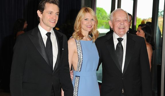 """Actor Hugh Dancy (left); his wife, actress Claire Danes of the Washington-set Showtime series """"Homeland""""; and journalist Bob Schieffer of CBS attend the White House Correspondents' Association Dinner at the Washington Hilton Hotel on Saturday, April 27, 2013, in Washington. (Evan Agostini/Invision/AP)"""