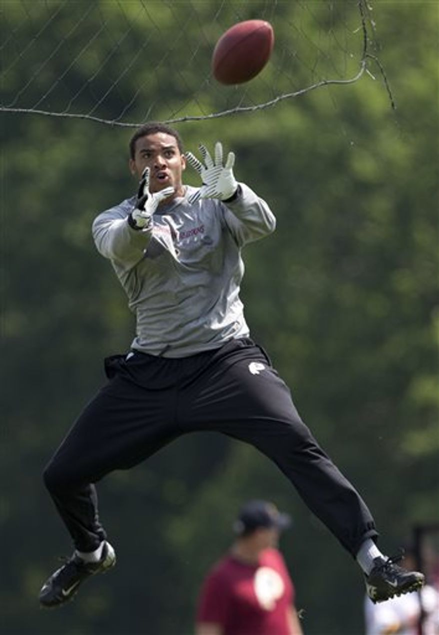 Washington Redskins tight end Jordan Reed leaps to catch a pass during NFL football minicamp at Redskins Park, Wednesday, June 12, 2013, in Ashburn, Va. (AP Photo/Carolyn Kaster)