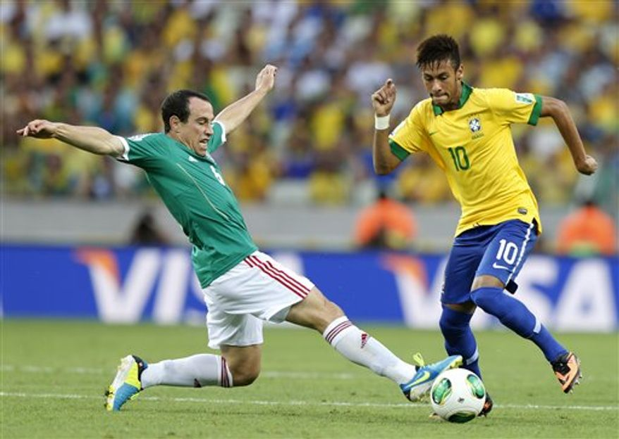 Mexico's Gerardo Torrado, left, challenges Brazil's Neymar during the soccer Confederations Cup group A match between Brazil and Mexico at Castelao stadium in Fortaleza, Brazil, Wednesday, June 19, 2013. (AP Photo/Fernando Llano)