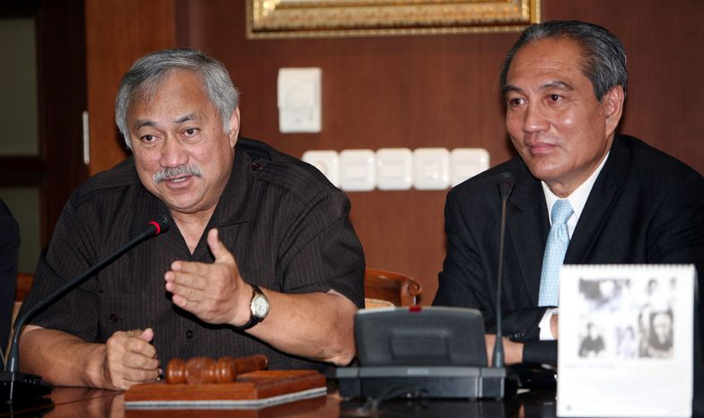 **FILE** Delegate Eni Faleomavaega (left), a non-voting congressman from the American Samoa, speaks during a joint press conference with Indonesian legislator Theo Sambuaga (right) in Jakarta, Indonesia, on July 4, 2007. (Associated Press)